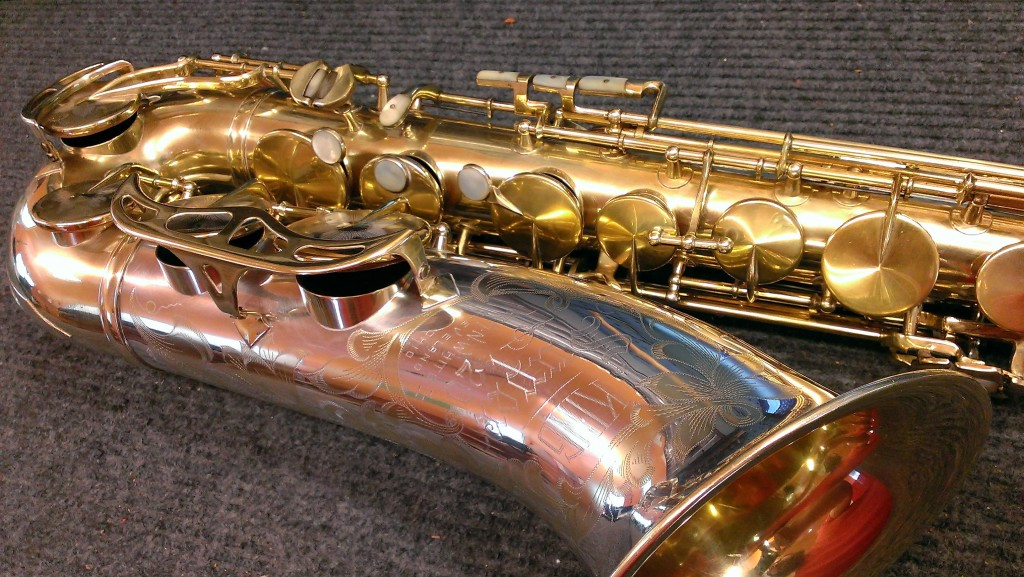 Original gold plate King Super 20 Silver Sonic tenor, full pearls.